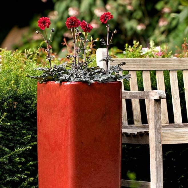 Gartengestaltung mit moderner Außenkeramik